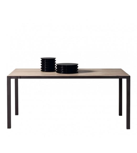 Mesa de comedor rectangular de hierro y roble. Medidas: 180Ax90Fx78H